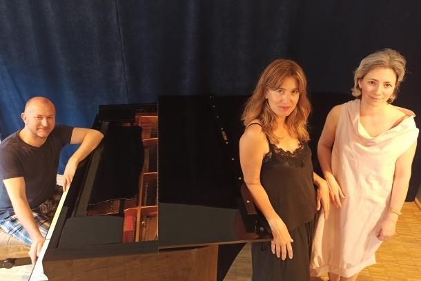 El pianista Milen Panayotov i les sopranos líriques Eva Sauret i Eva Bertrand.