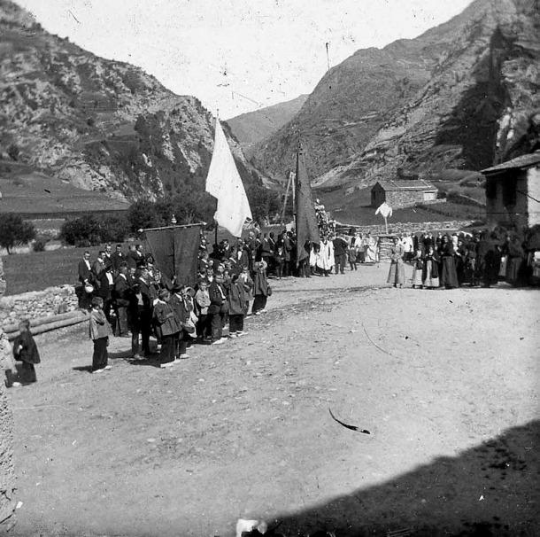 1911: processó de Corpus a Canillo (Fons Builles / Arxiu Nacional).