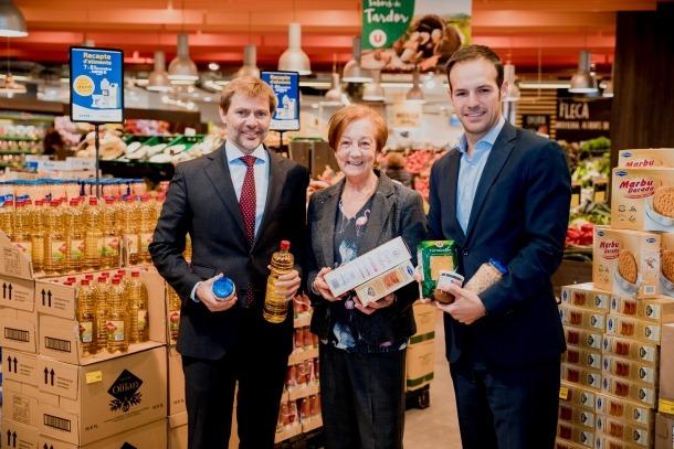 Lluís Alsina, director general de MoraBanc, Canòlich Baró, vicepresidenta Càritas Andorrana i Daniel Martínez, director de Màrqueting Centre Comercial Andorrà.