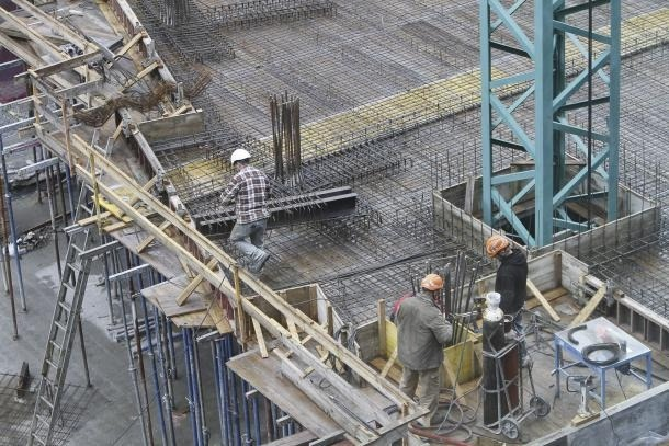 El sector de la construcció podria beneficiar-se de l'extensió del termini per recuperar hores de feina perdudes.