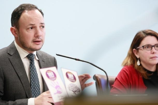 Espot i Porras van fer balanç del Servei d'atenció a les víctimes de la violència de gènere, ahir.