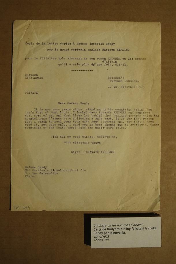 """Carta de Rudyard Kippling datada el 10 de desembre del 1923 en què l'autor de 'El llibre de la selva' la felicita i li diu que l'ha llegit """"not only once""""."""