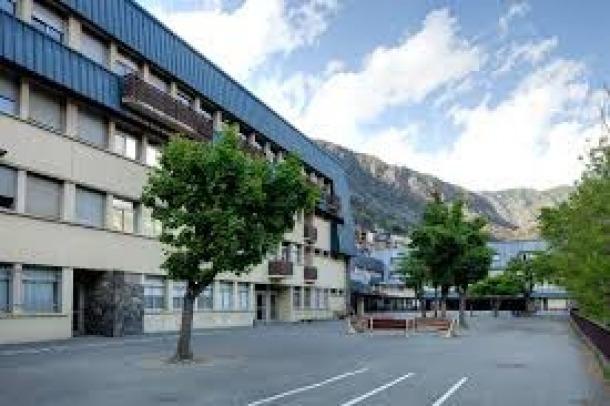 Exterior del centre d'ensenyament francès.