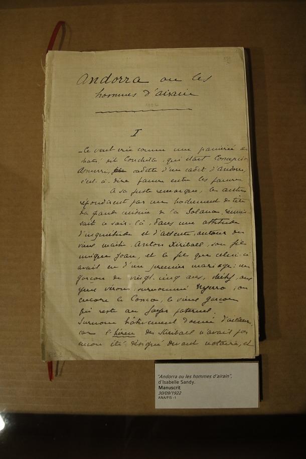 Primera pàgina manuscrita de 'Leshommes d'airain'.