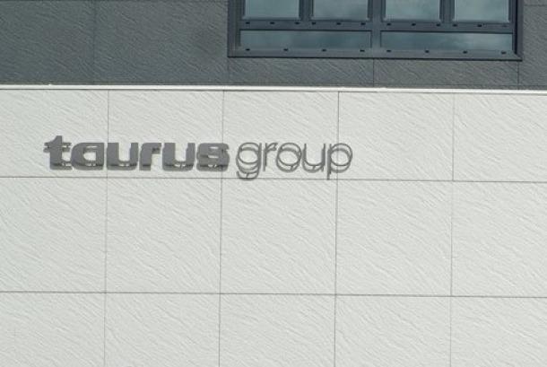 Façana de les instal·lacions de Taurus Group a Oliana