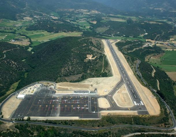 Vista aèria de l'aeroport Andorra-la Seu d'Urgell.