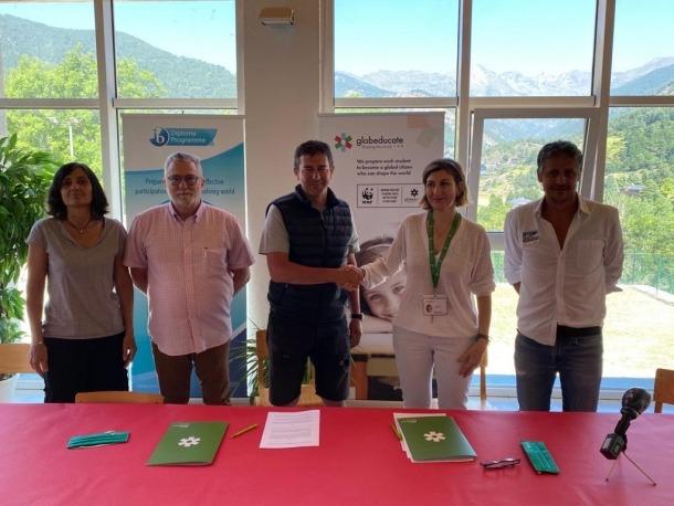 Pepi i Carla Pintat van segellar ahir el conveni de col·laboració.