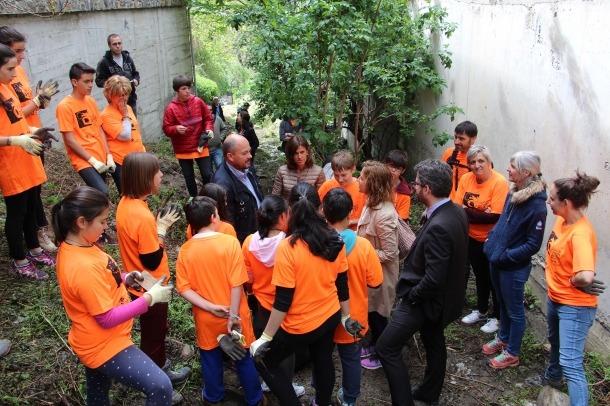 Uns 180 alumnes de cinc centres escolars participen en l'acció de neteja del medi 'Clean up day' Uns 180 alumnes de cinc centres escolars participen en l'acció de neteja del medi 'Clean up day'
