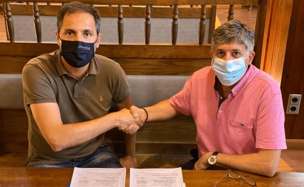 Un moment de la signatura de l'acord.