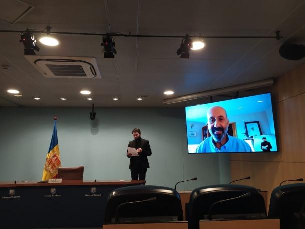 Moments abans de l'inici de la compareixença del ministre de Salut, Joan Martínez Benazet.