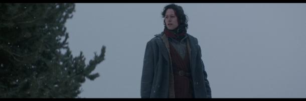 [Aida Folch és Marie, la fugitiva probablement jueva que es passa l'eternitat buscant la seva filleta, desapareguda amb el torb.]