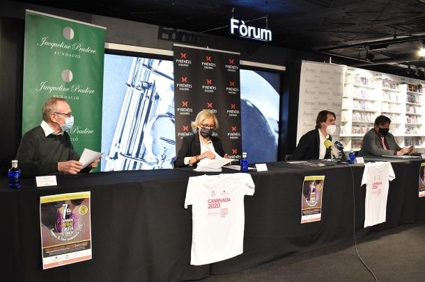 Ramon Oliva, patró de la Fundació Jacqueline Pradère; Cristina Urbiola, vicepresidenta de la fundació; Àngel Alonso, director de màrqueting i digitalització de Pyrénées i el president d'Assandca, Josep Saravia, en la presentació de la caminada.