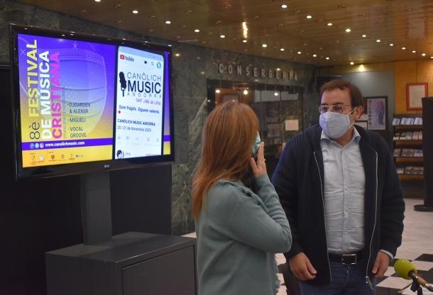 Mireia Codina i mossèn Pepe Chisvert, aquest dimarts en roda de premsa a Sant Julià de Lòria.
