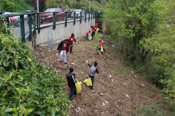 Recollida de residus a Santa Coloma amb motiu del 'Clean up day'