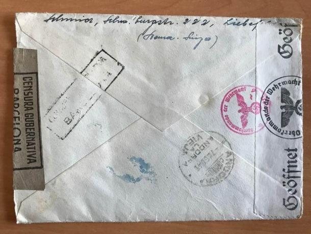 Revers de la carta, amb els segelles de la censura alemanya i també la franquista.
