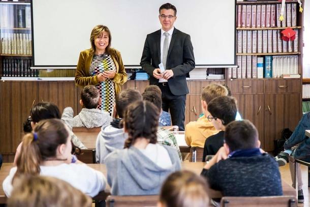 Els cònsols d'Andorra la Vella visiten els escolars de la parròquia que participaran al Consell d'Infants