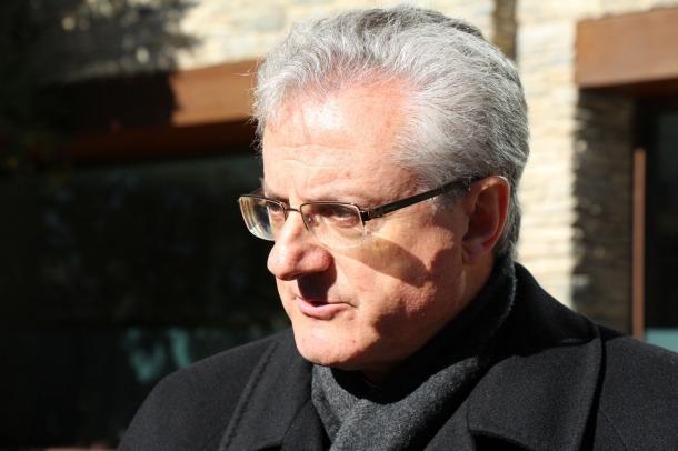 """El copríncep episcopal expressa el suport del poble andorrà a les víctimes de Niça L'arquebisbe i copríncep d'Andorra ha expressat la seva més enèrgica condemna d'aquest acte terrorista, """"reflex d'una extrema violència sense sentit, que destrueix la vida humana i la pacífica convivència entre les persones, les religions i els pobles, i cerca el triomf de la por i de l'horror"""". Joan-Enric Vives continua la missiva mostrant-se convençut que amb la decidida aportació de François Hollande, la de les nacions..."""