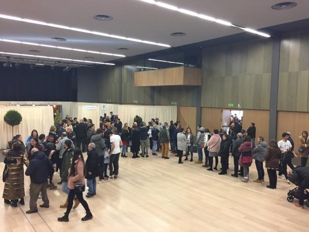 Una cua de votants a Escaldes-Engordany.