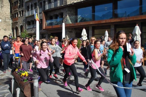 Alguns dels alumnes corrent a la cursa de la fam a Ordino, aquest matí.