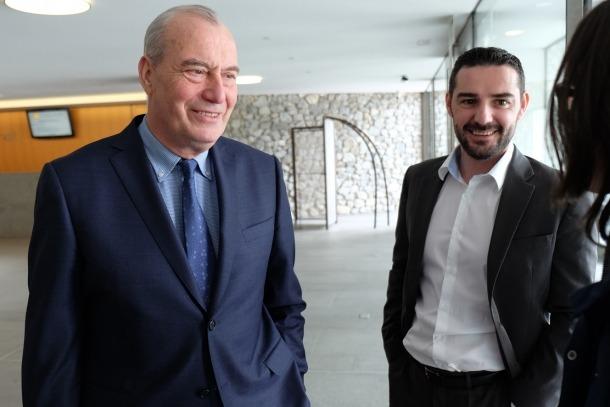 El president suplent del grup demòcrata, Miquel Aleix, acompanyat del conseller general Marc Ballestà, aquest divendres al matí.