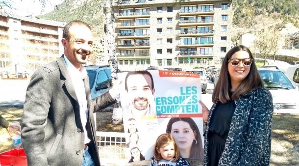 Jordi Torres i Maria Martisella, candidats de Demòcrates per Andorra, ahir.