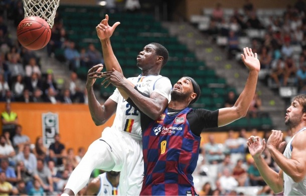 El BC MoraBanc, millorant molt la imatge de la semifinal, perd la final de la Lliga Catalana ACB contra el Barça