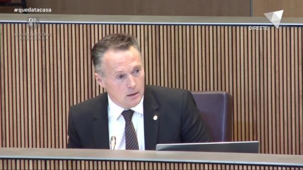 El president del grup parlamentari liberal, Ferran Costa, en un moment de la sessió del Consell General.