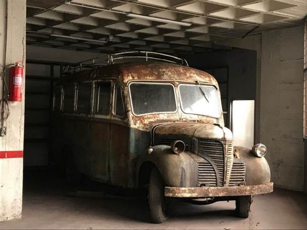El Fargo, estacionat en un box de la capital mentre espera entrar al taller per a la restauració definitiva.