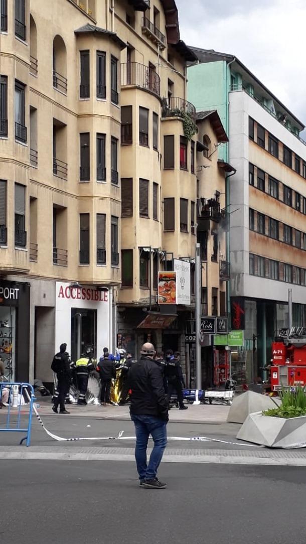 El foc s'ha declarat al 2n pis d'aquest edifici, al número 55 de l'avinguda Carlemany.