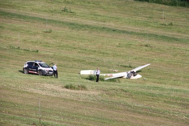Ferit lleu el pilot d'un planador que ha fet un aterratge d'emergència en un prat pròxim a la Seu d'Urgell