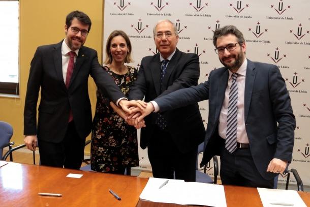 La consellera Àngels Chacón, amb el ministre andorrà d'Educació, Eric Jover, el rector de la UdL, Roberto Fernández, i l'alcalde de la Seu d'Urgell, Albert Batalla.