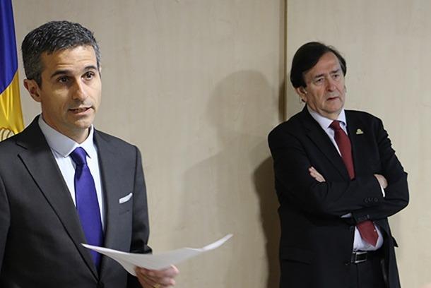 ANA/ El secretari d'Estat de Funció Pública i Reforma de l'Administració, Antoni Rodríguez, presenta el conferenciant, el secretari general del CLAD, Francisco Velázquez.
