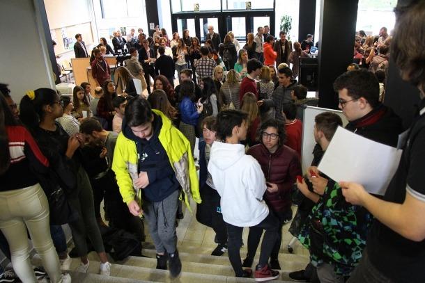 La recepció del Centre de Formació Professional d'Aixovall durant la jornada de portes obertes.