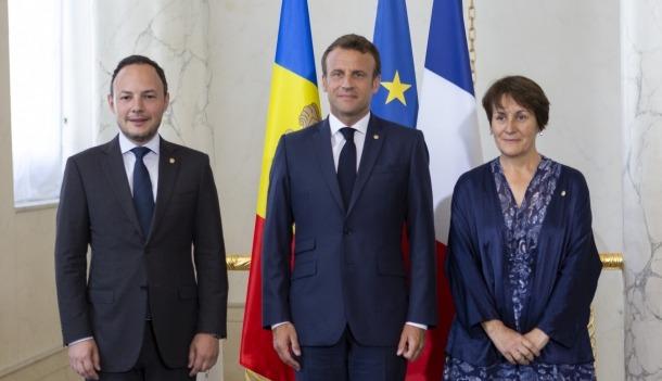 Espot, Macron i Suñé durant la visita al Palau de l'Elisi, ahir.