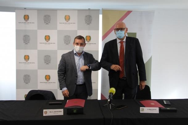 El cònsol major de Sant Julià de Lòria, Josep Majoral, i el rector de la Universitat d'Andorra, Miquel Nicolau, durant la presentació del conveni.