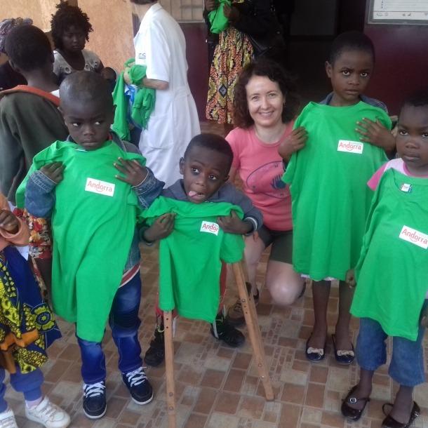 Farrero en la visita a l'orfenat de Camerún, agost de 2018.
