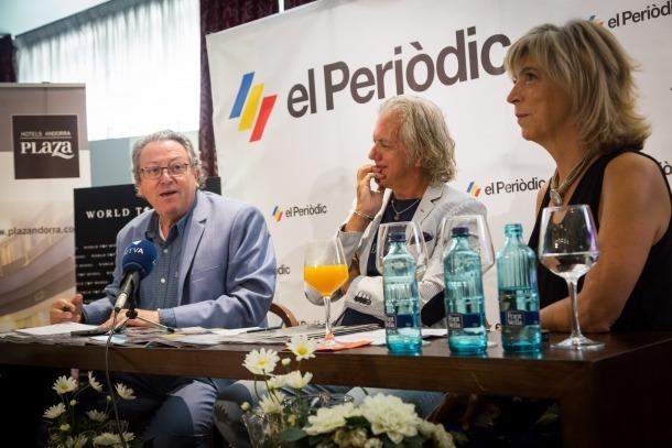 Enric Dolsa, a l'esquerra de la imatge, presentant l'esdeveniment.