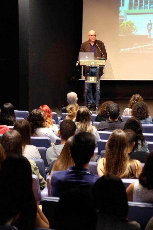 El rector de la Universitat, Miquel Nicolau, ha donat la benvinguda als nous estudiants.