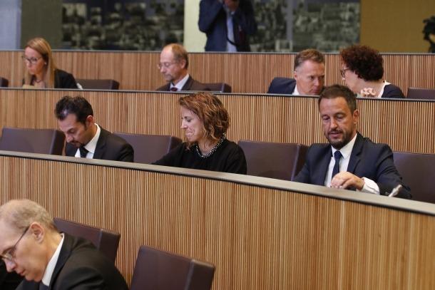 Els grups de l'oposició en una sessió del Consell General.