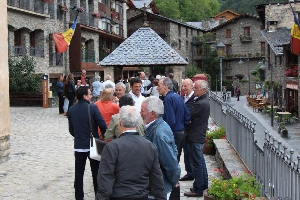 Ordino manté la tradició de la Festa Major en honor a Sant Corneli i Sant Cebrià Aperitiu durant la festa Major d'Ordino