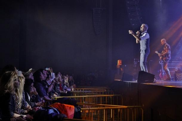 Sergio Dalma va cantar anit davant dels 1.250 espectadors que van assistir a l'espectacle 'Via Dalma III'.