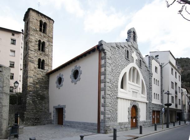 L'església parròquia pot ser un dels punts on es millori la il·luminació.