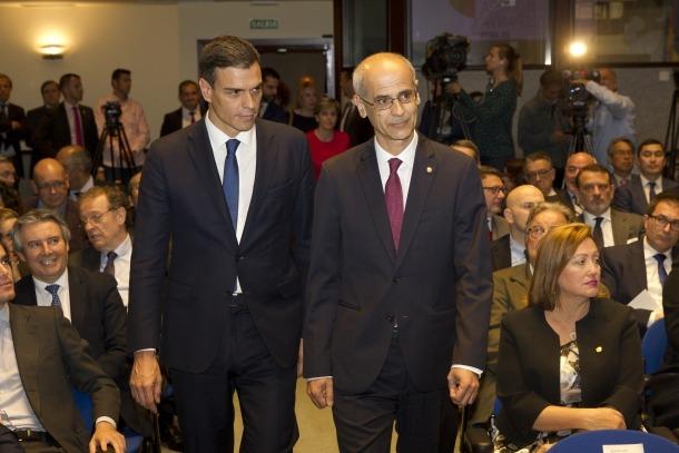 Pedro Sánchez i Antoni Martí a l'acte organitzat ahir per celebrar els 25 anys de les relacions diplomàtiques entre Espanya i Andorra.