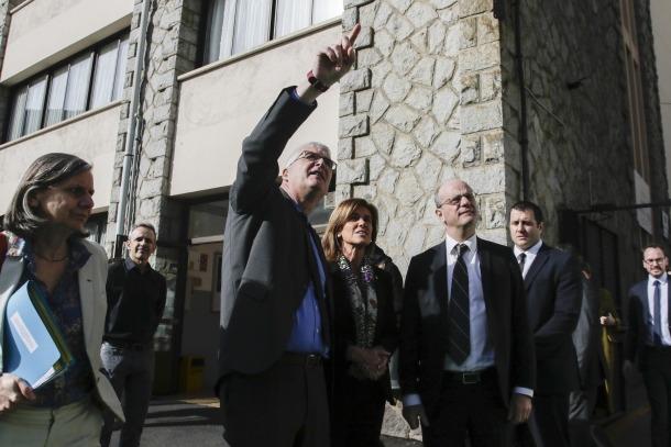 El ministre d'Educació francès, Jean-Michel Blanquer, a l'arribada a la visita a l'escola de Ciutat de Valls, ahir.