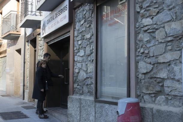 Furts en set establiments ubicats a la part alta d'Escaldes-Engordany