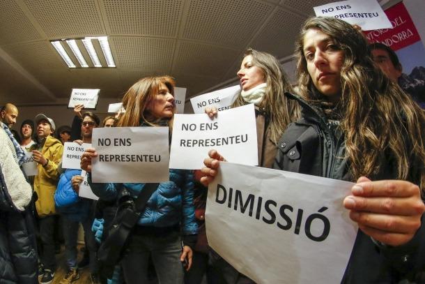 Protesta de monitors contra l'AAME tot i defensar les mateixes propostes