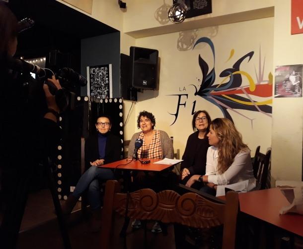 Les integrants d'Acció Feminista que van actuar de portaveus en la roda de premsa d'ahir.