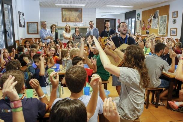 Martí, Ubach, Calvó, Descarrega i Torres van visitar ahir els infants de la casa de colònies Aina.