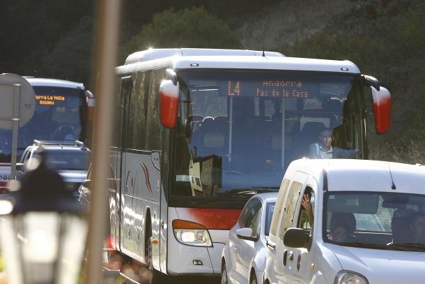 L'L4, entre Andorra la Vella i el Pas de la Casa, tindrà des d'avui una freqüència de pas de trenta minuts en lloc de seixanta.