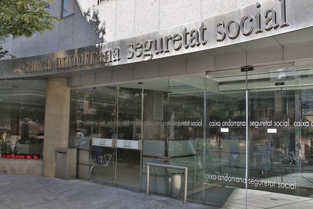 La façana de l'edifici de la Caixa Andorrana de Seguretat Social.
